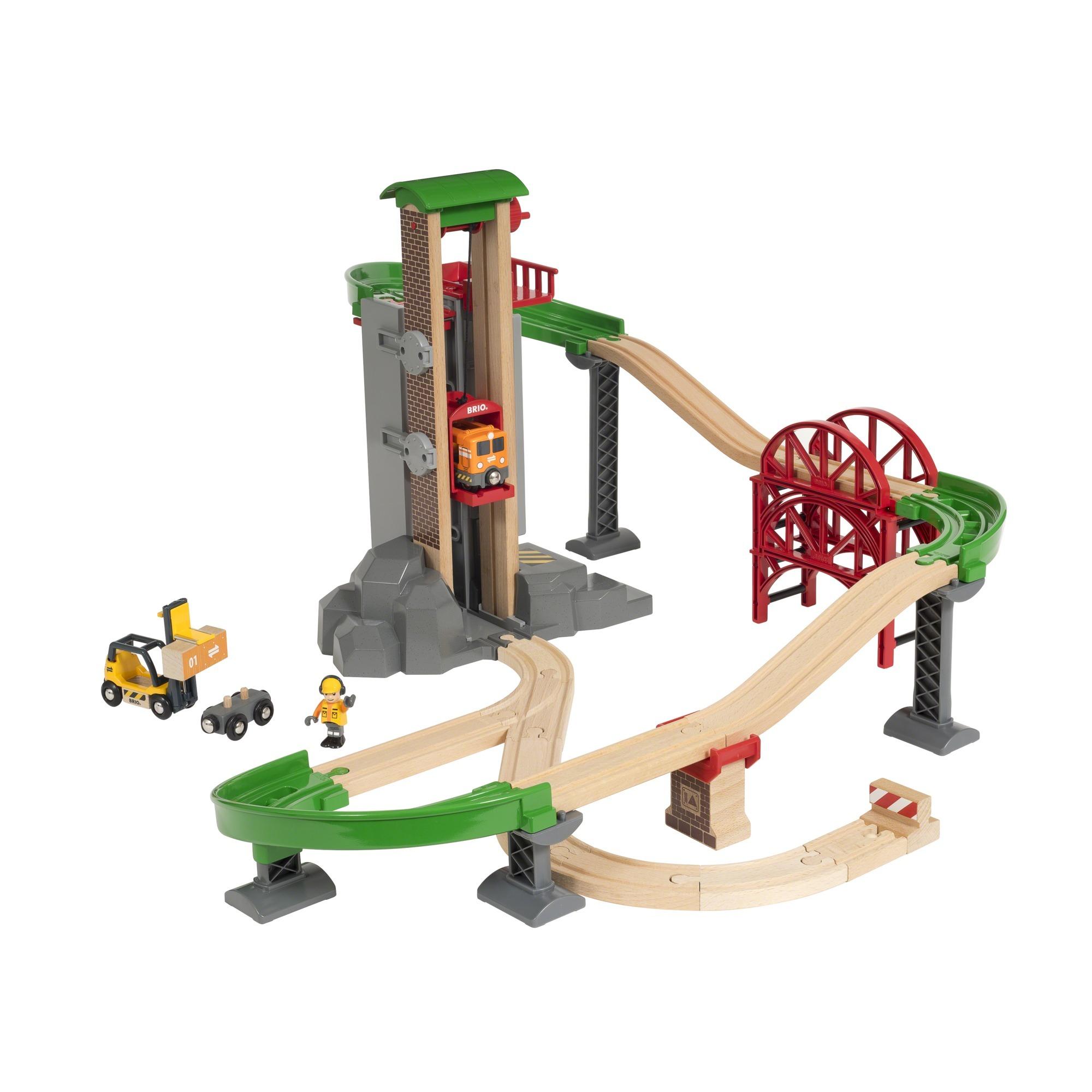 Bahn Holzspielzeug BRIO World World Großes Lagerhaus-Set mit Aufzug